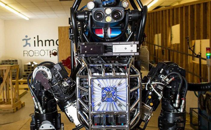 حفظ تعادل روبات انساننمای اطلس در حال انجام حرکات روی یک پا